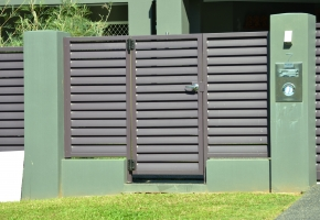 Louvered Aly Gate