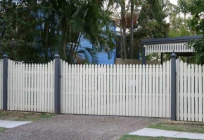 Timber Colonial Feature Fence