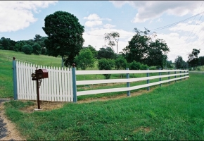 Timber_fence_rural_rails